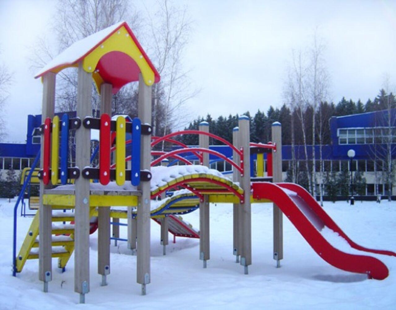 Суд Новосибирска запретил использовать горку вдетсаду, где погибла девочка