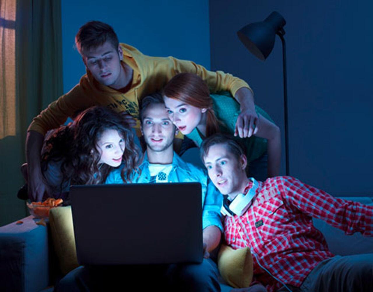 Запойный просмотр телесериалов ученые сравнили сзомбированием
