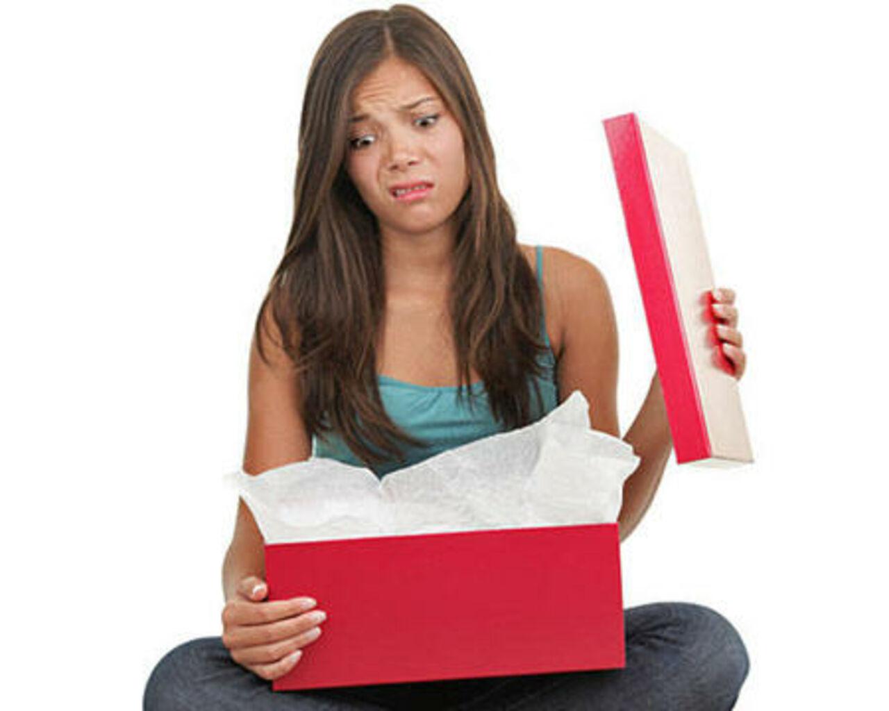 Подарки которые нельзя дарить девушке 54
