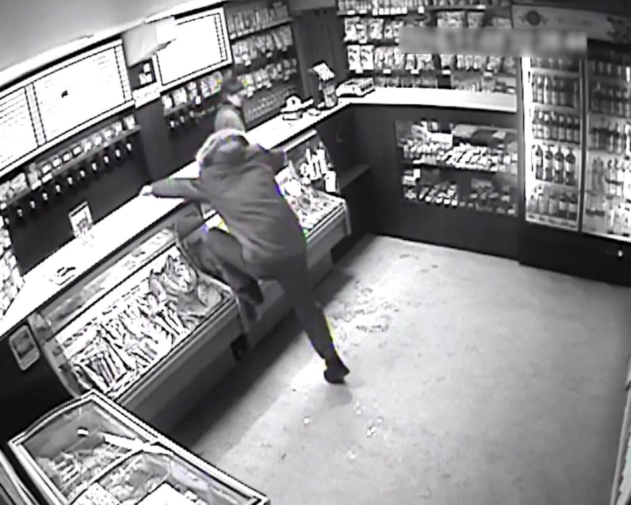 Кемеровчанин вышел изтюрьмы иобокрал два магазина