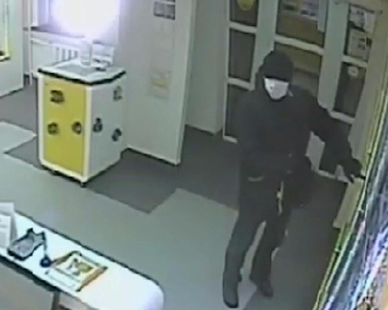 ВКемерове ищут налётчика, напавшего насалон «Евросеть»