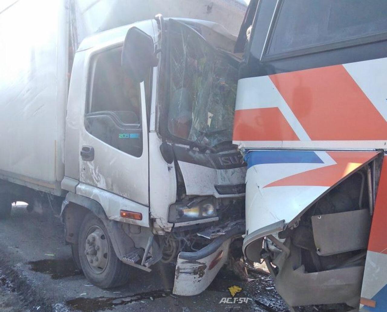 Натрассе Кемерово— Новосибирск фургон протаранил автобус