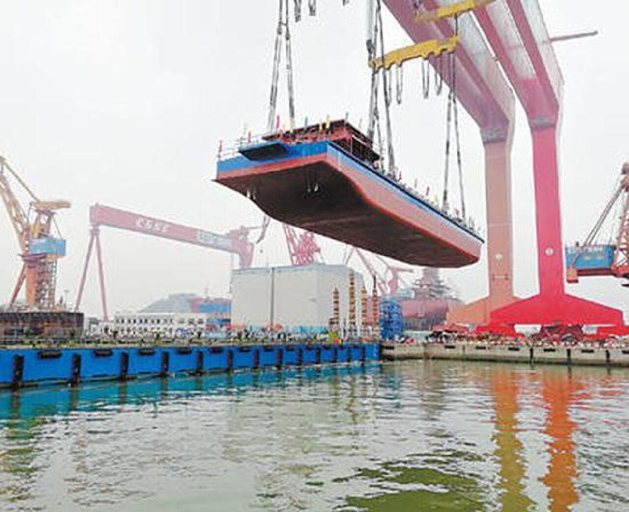 Первое вмире работающее на электрической энергии судно спустил наводу КНР