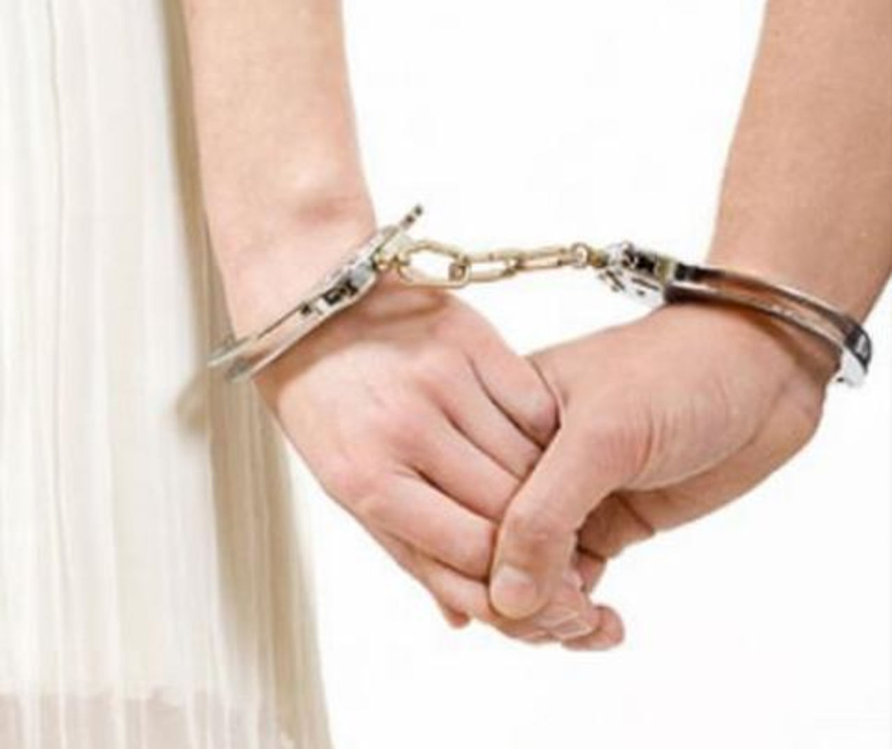 Скованные парни наручниками 4 фотография
