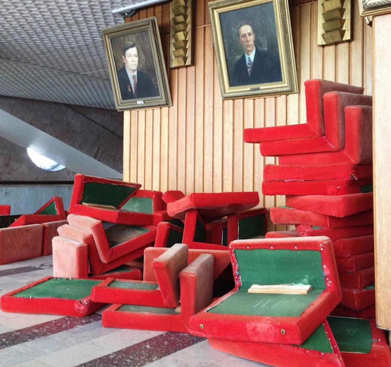 ВОмске старт сезона музыкального театра сорвался из-за кресел