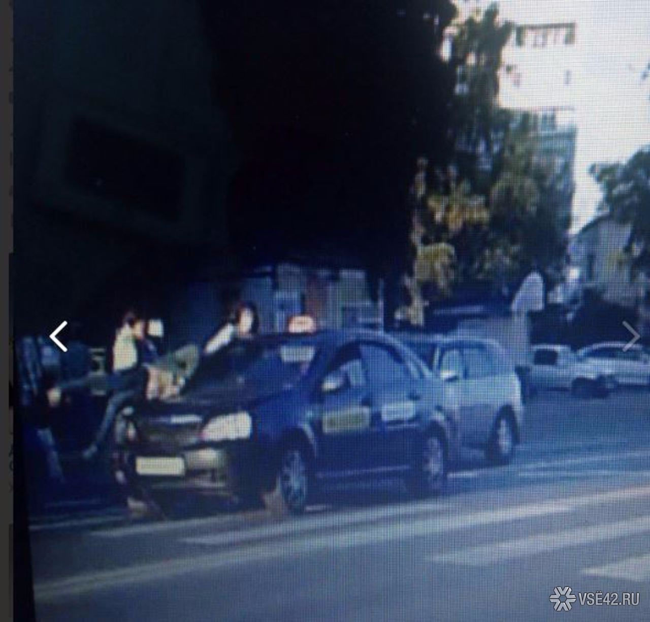 ВКемерове шофёр такси сбил 2-х женщин напешеходном переходе