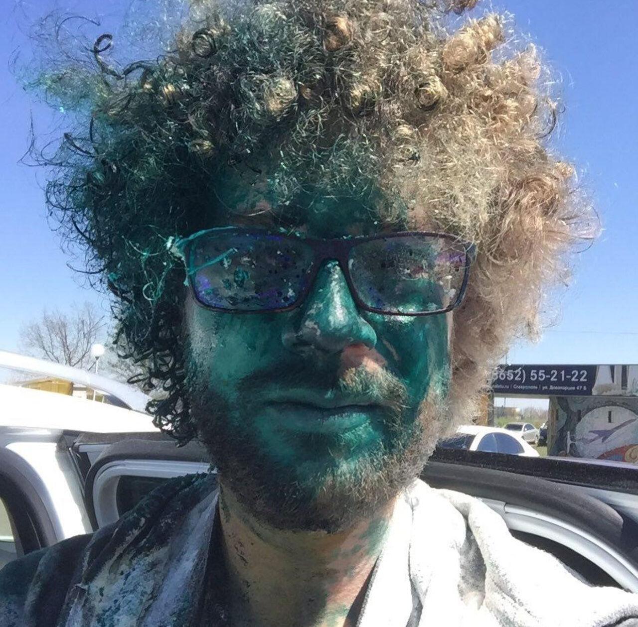 Илью Варламова ударили иоблили зеленкой ваэропорту Ставрополя
