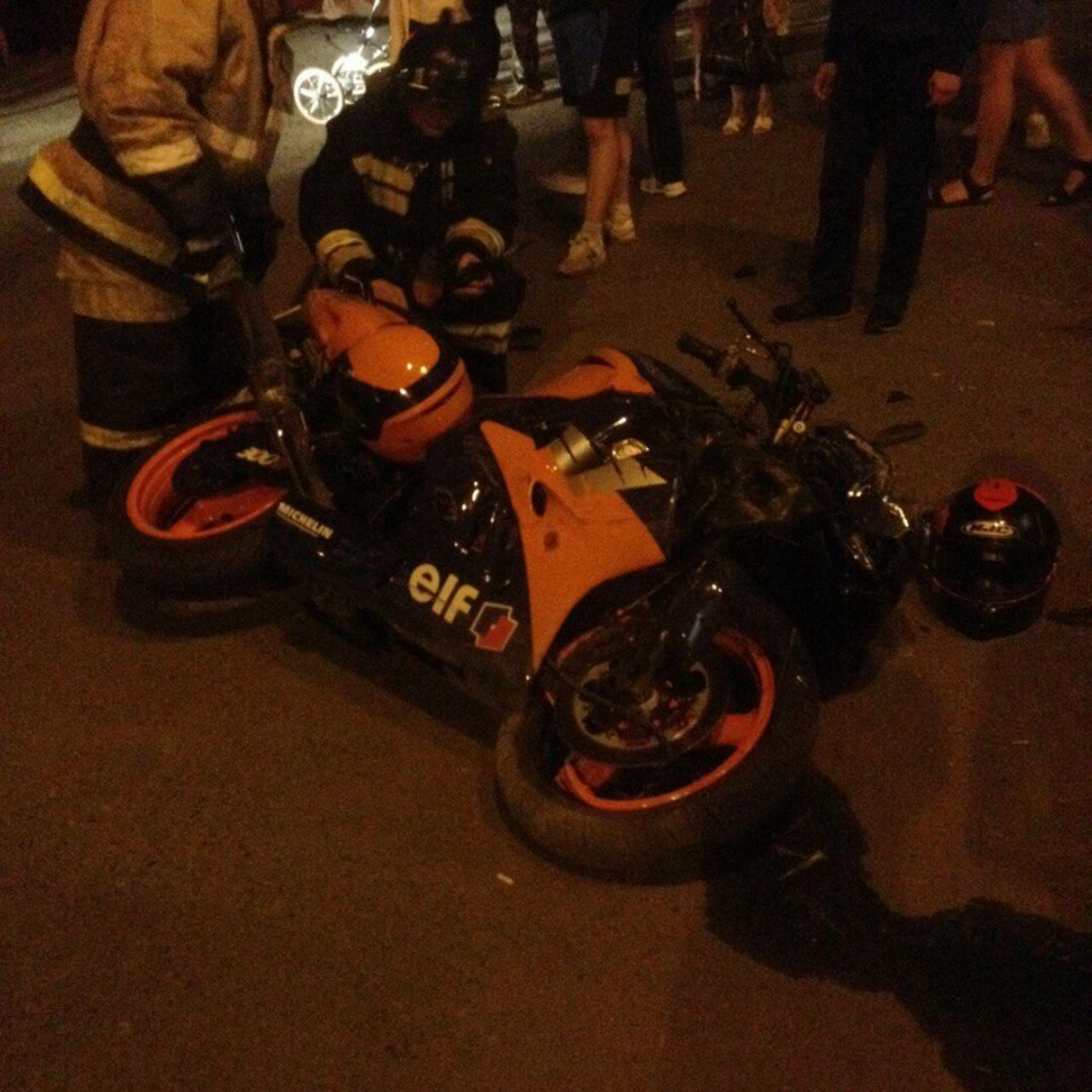 ВОмске летящий соскоростью 110км вчас мотоциклист сбил человека