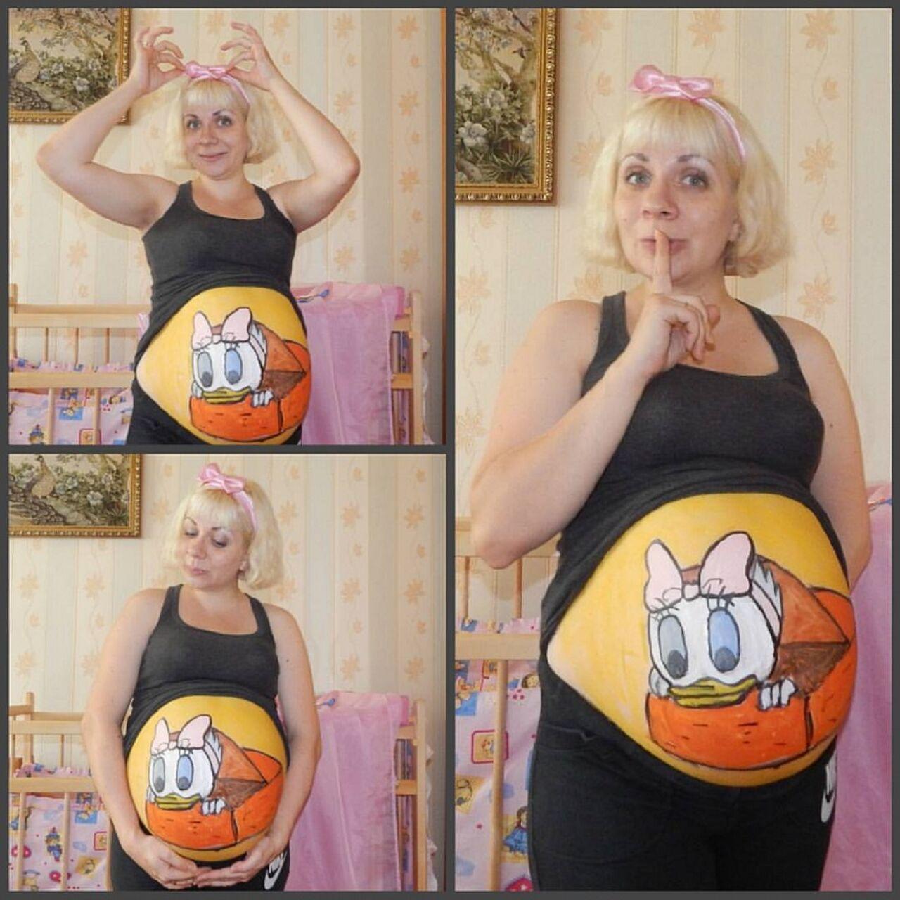 Беременная жительница Кузбасса рисует картины на собственном животе