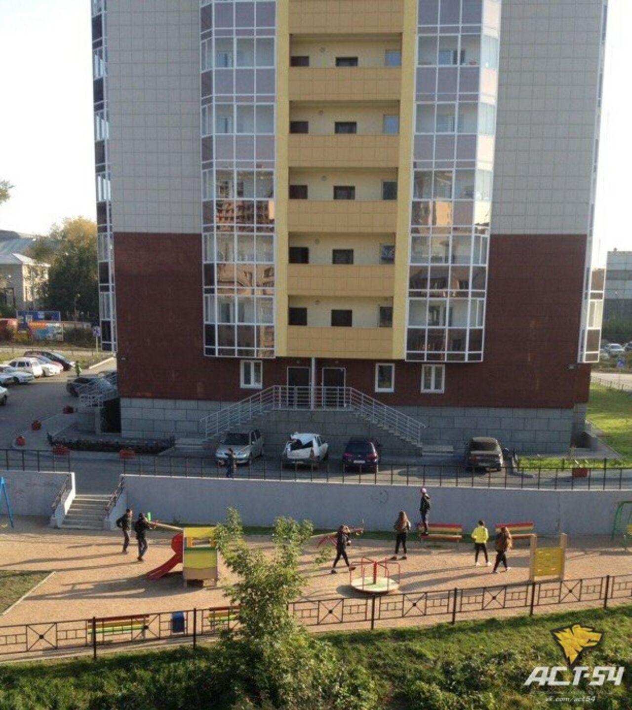 Подросток, выпавший вНовосибирске с23-го этажа, красовался перед девушкой