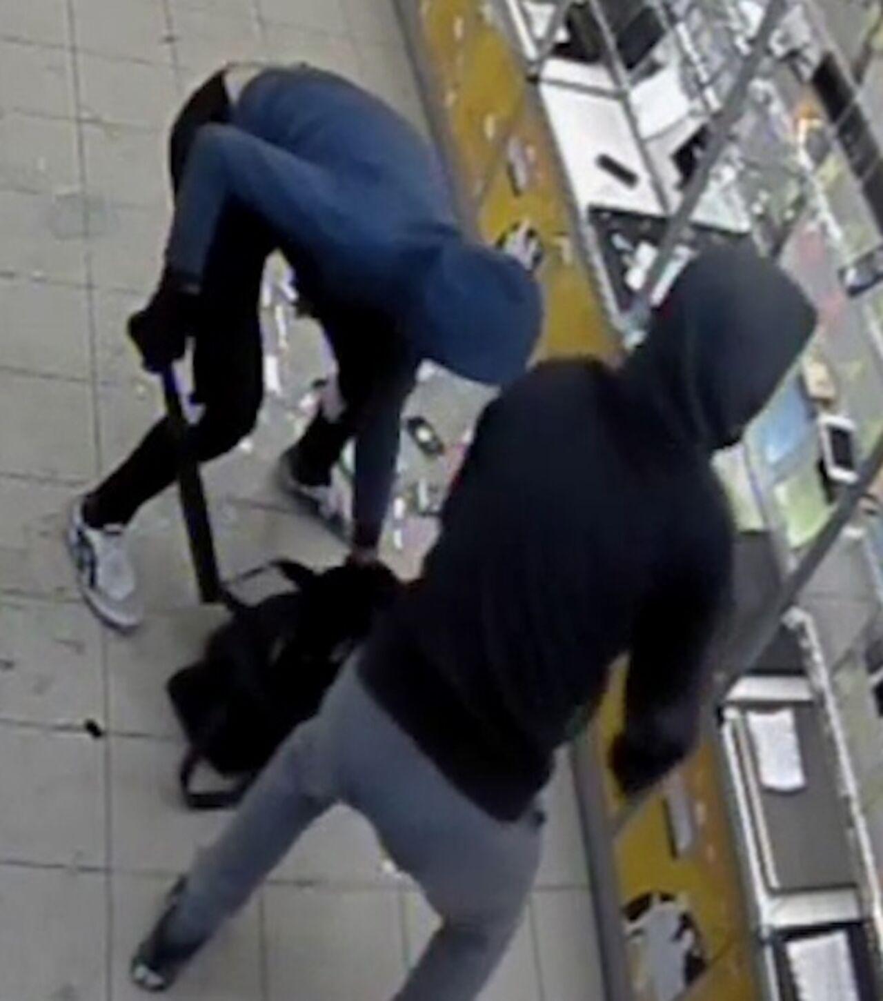 Новокузнецкий магазин ограбили на19 телефонов