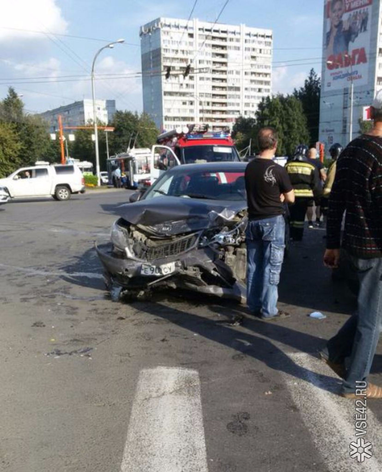 Вжёстком ДТП накемеровском перекрёстке пострадали 4 человека