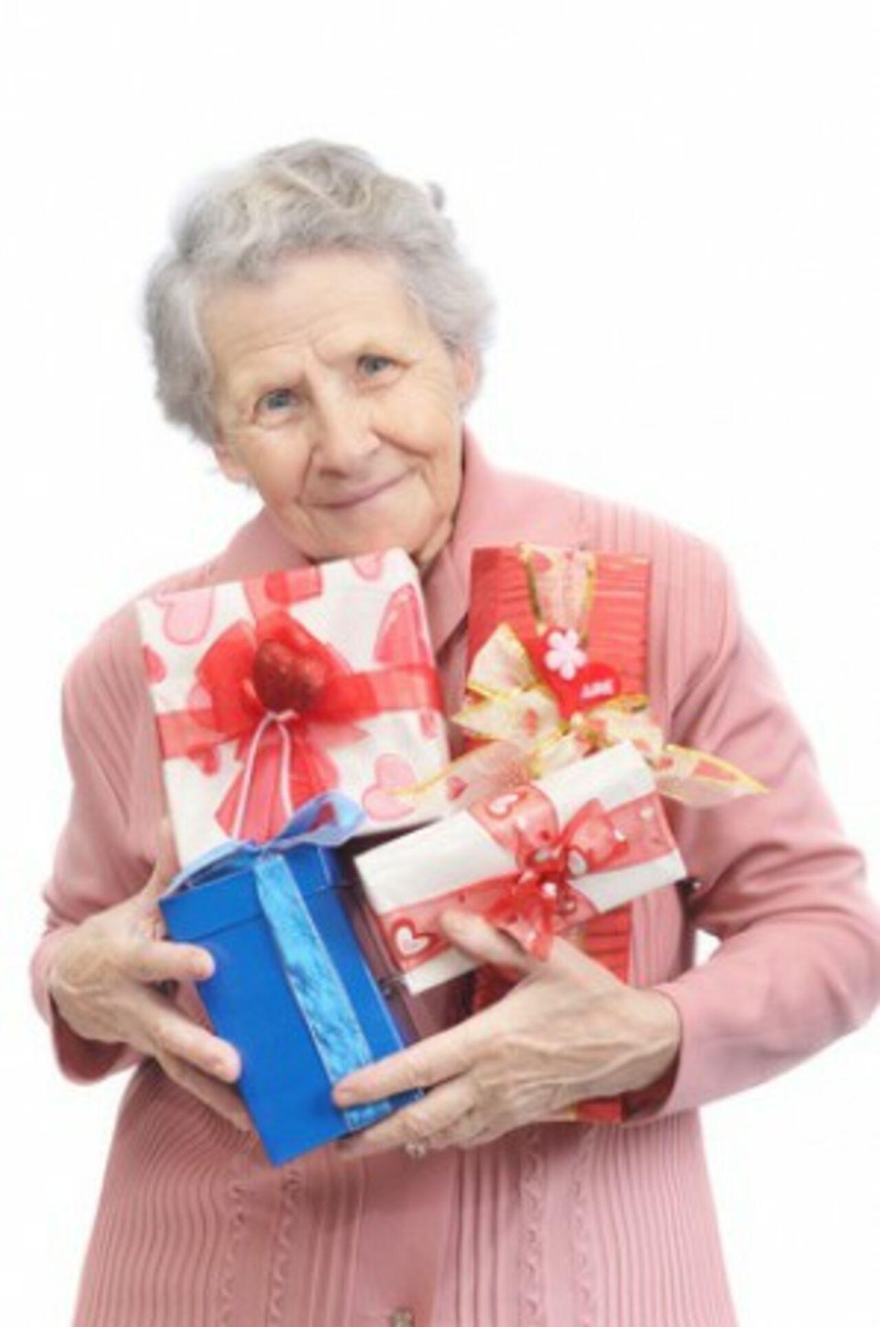 Подарки для пожилой женщины на день рождение