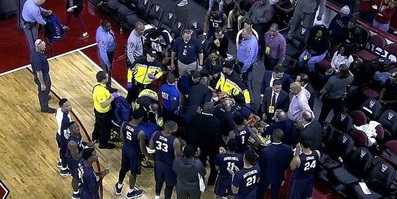Игрок Южной Каролины был реанимирован после остановки сердца во время матча NCAA