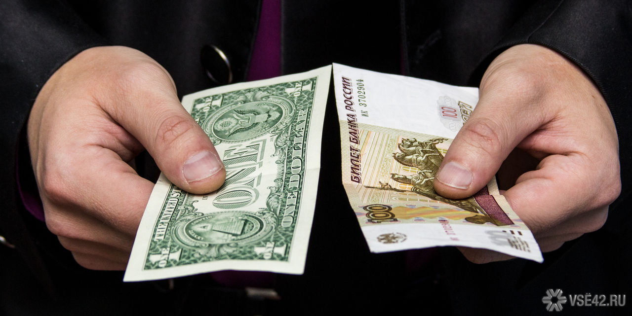 Доллар в отношении к рублю в начале дня поднялся на 37 копеек и составил 64,3 рубля