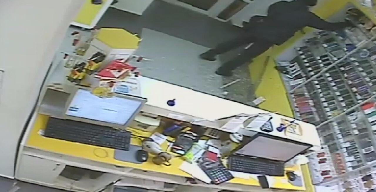 ВКемерове словили правонарушителя, воровавшего телефоны из«Евросети»