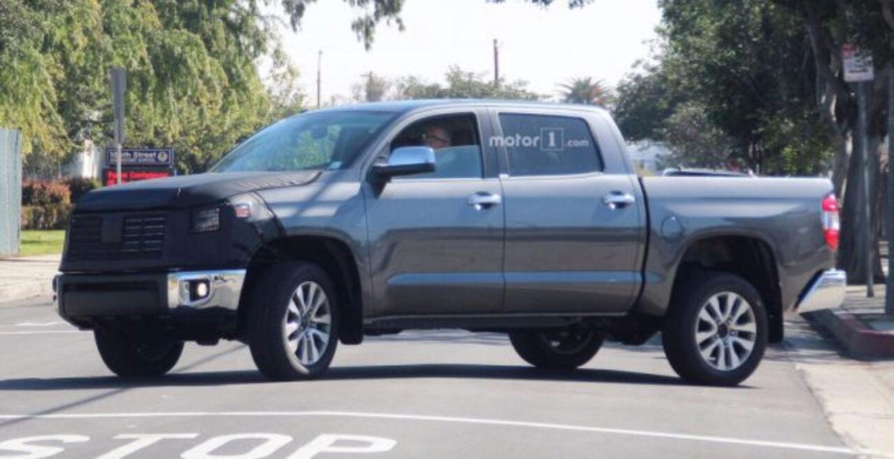 В Сети появились шпионские фото обновленного пикапа Toyota Tundra