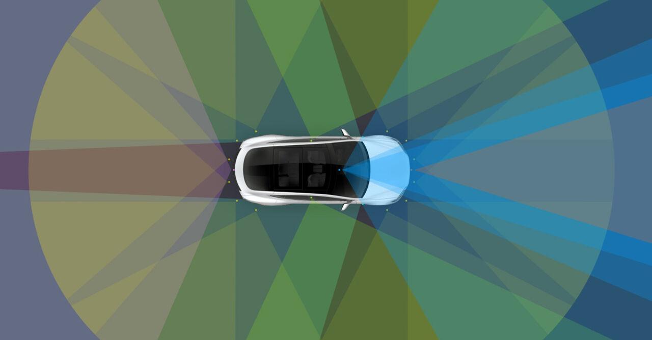 Tesla оснастит все свои новые машины оборудованием для автопилота