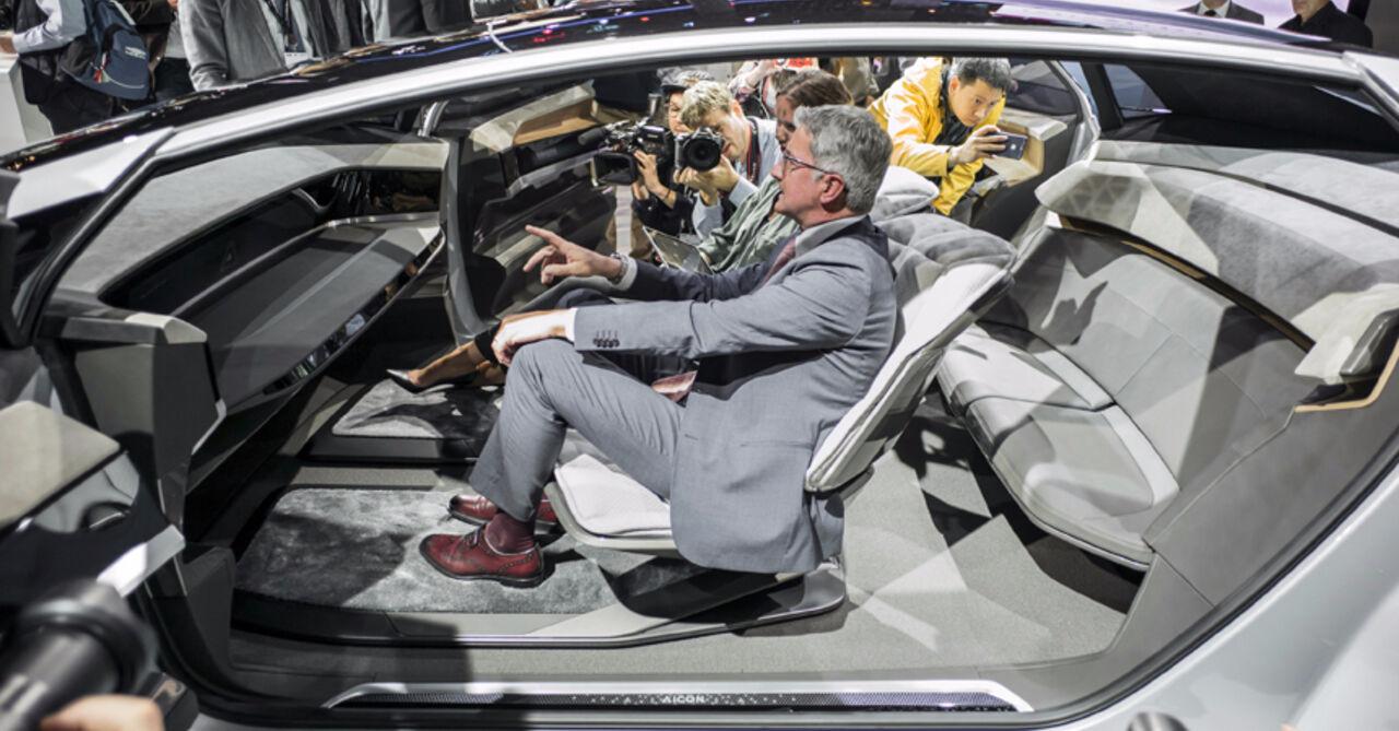 Автомобиль без руля ипедалей показали воФранкфурте