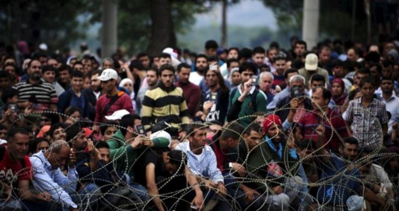 Мигранты в знак протеста устроили пожар в лагере для беженцев на острове Лампедуза