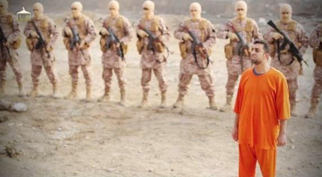 Террористы в масках трахнули девушку на столе и грозились убить ее 2 фотография