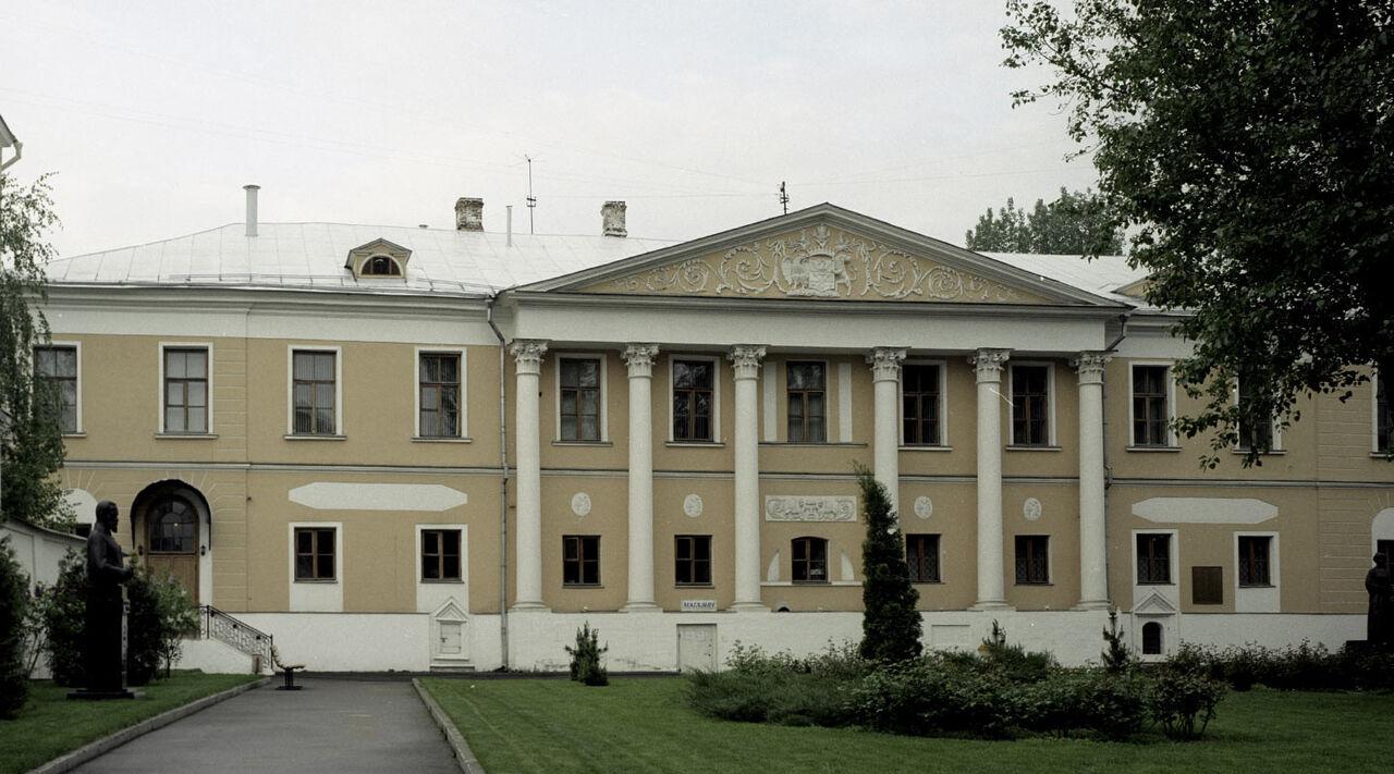 Московский суд выселил центр Рерихов изусадьбы Лопухиной