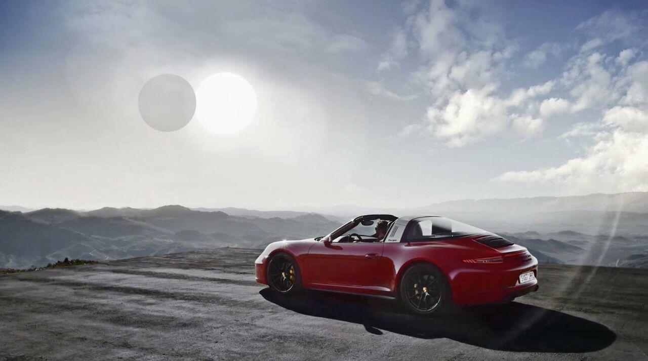 Компания Порш представила обновлённую модификацию Порше 911 GTS