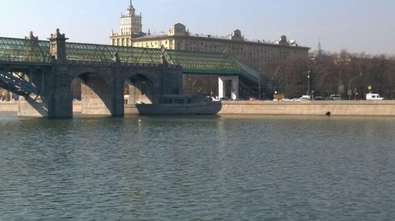 Пользователей Сети «озадачила» фотозагадка скораблём-призраком наМоскве-реке
