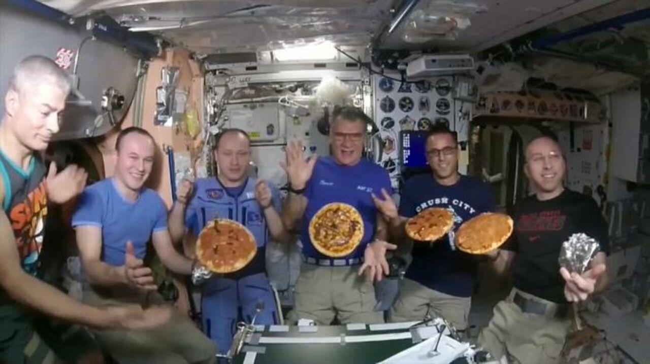 НаМКС впервый раз вусловиях невесомости приготовили итальянскую пиццу
