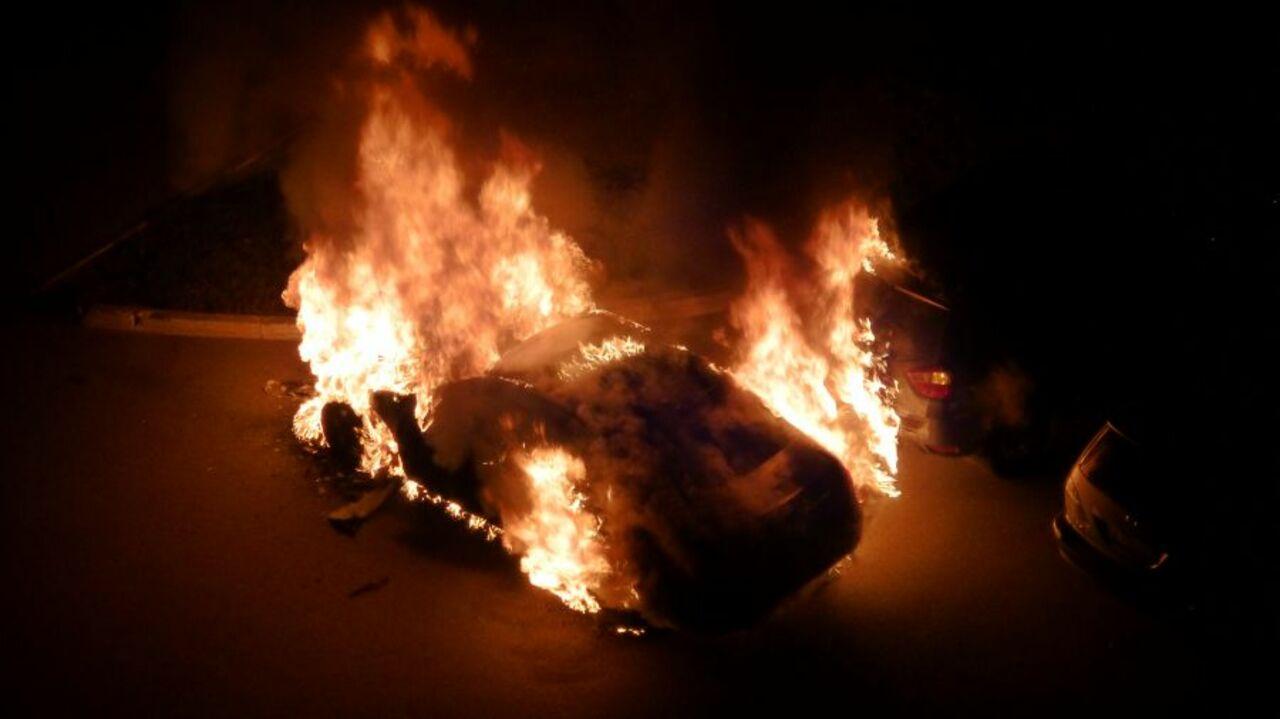 ВНовокузнецке наодной стоянке сгорели три иномарки