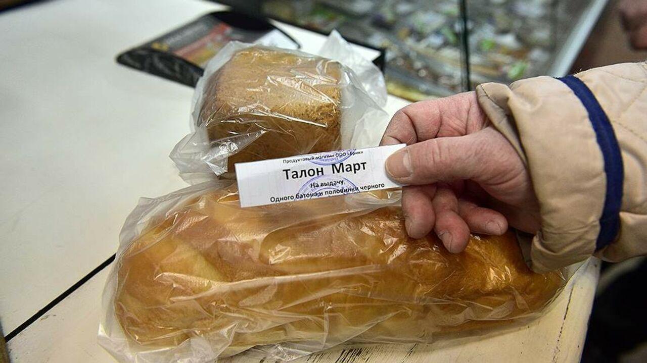 Граждане Струнино жалуются на владельца магазина, бесплатно раздающего хлеб