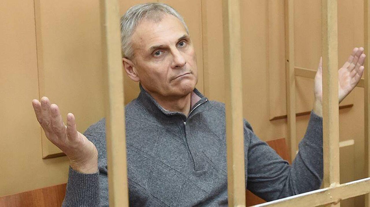 Экс-главе Сахалина потребовалась помощь мед. сотрудников взале суда