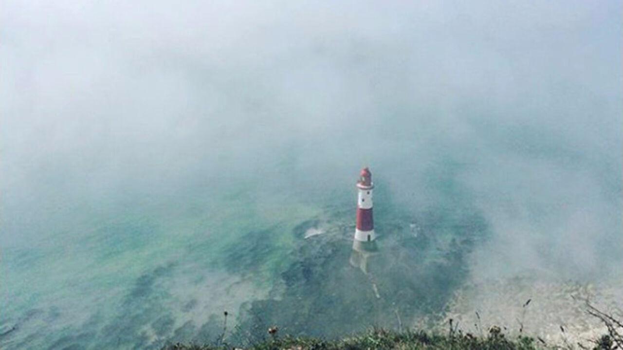 Отдыхающих эвакуировали с берега наюге Англии из-за «облака хлора»