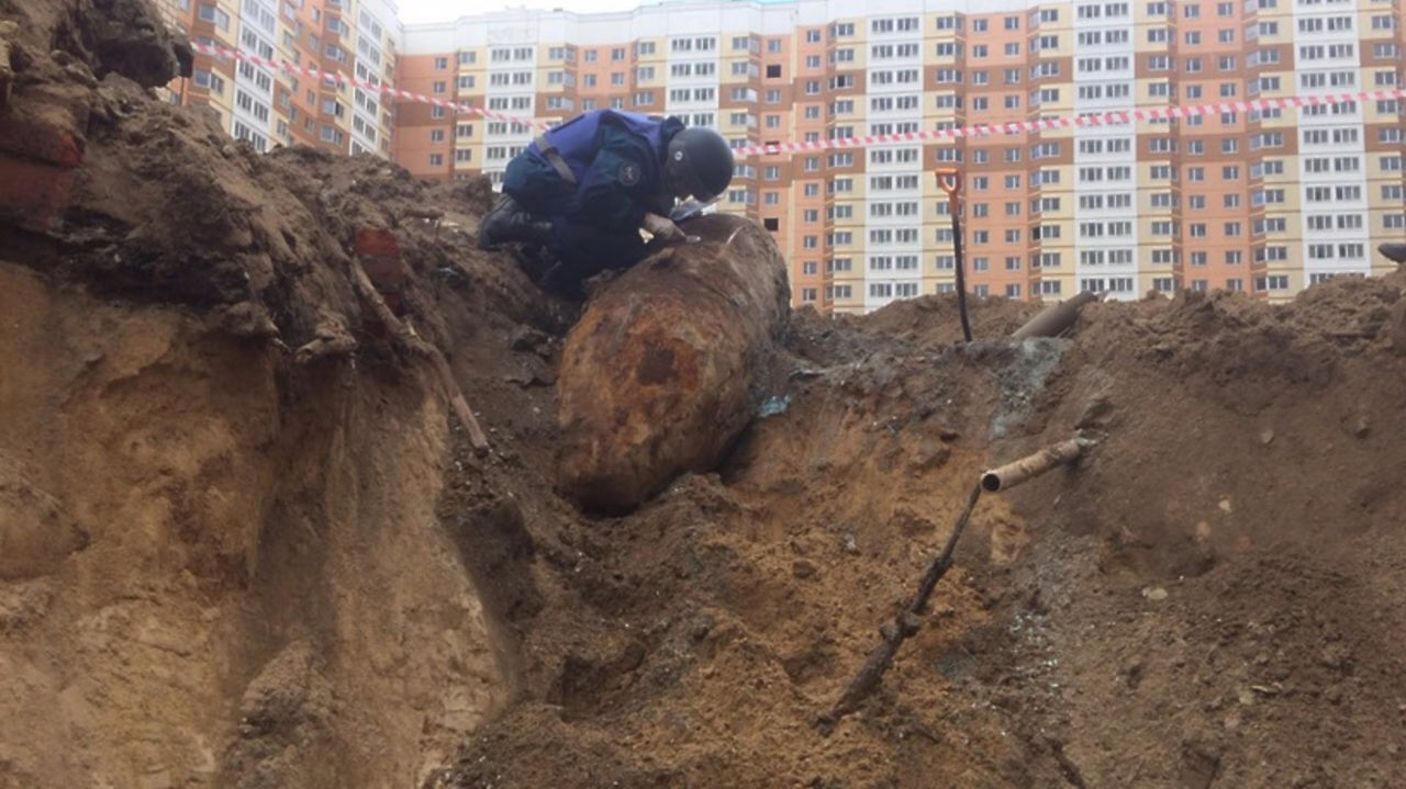 Строители нашли немецкую бомбу в москве / vse42.ru новости.