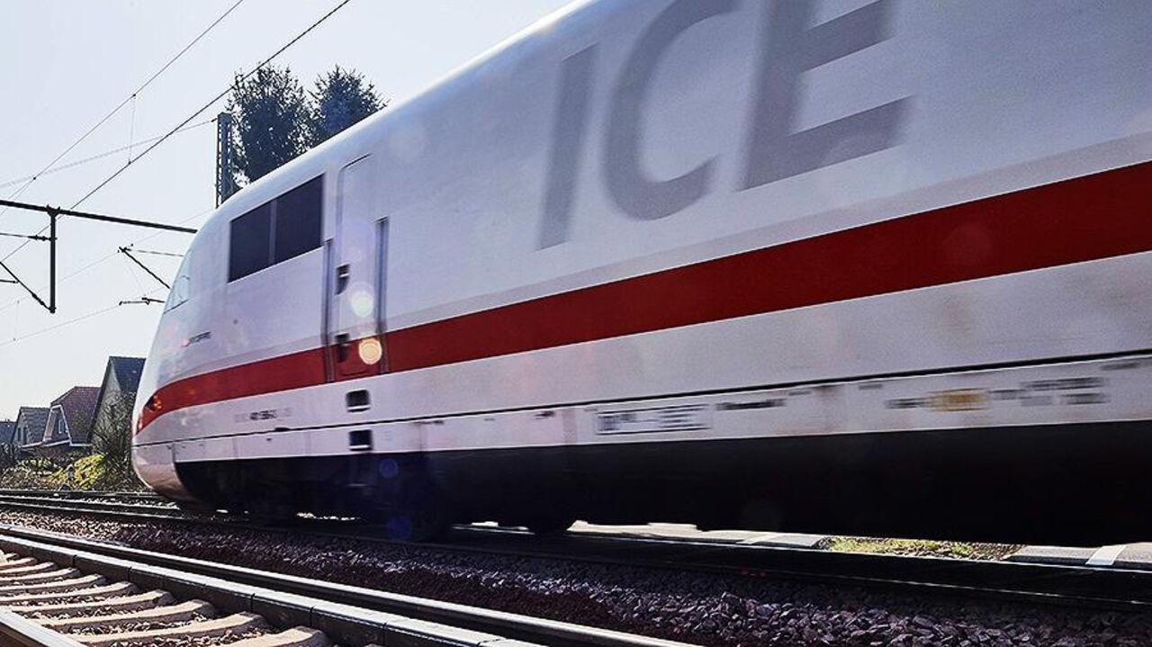 ВГермании пассажиров поезда эвакуировали из-за подозрительной емкости