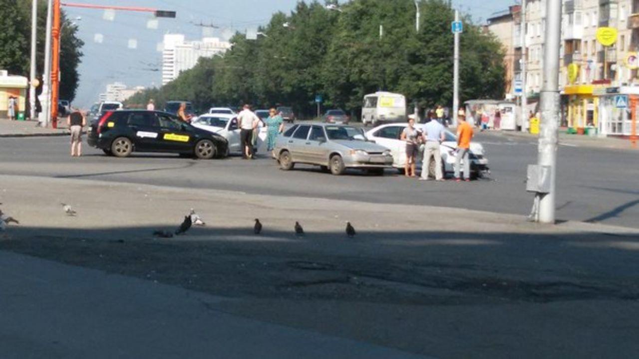 ВКемерове случилось массовое ДТП из-за неработающего светофора