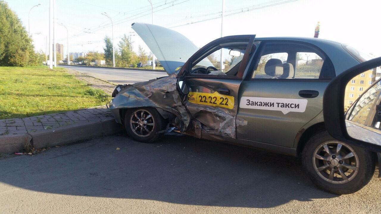 ВКемерове случилось ДТП сучастием такси, пострадали девушка иребенок