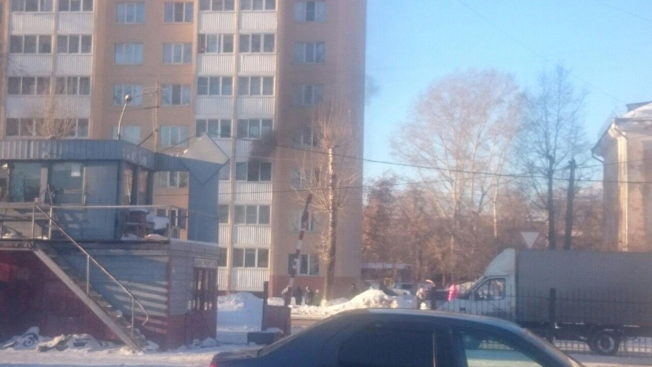 ВКемерове в многоэтажном высотном здании загорелась квартира