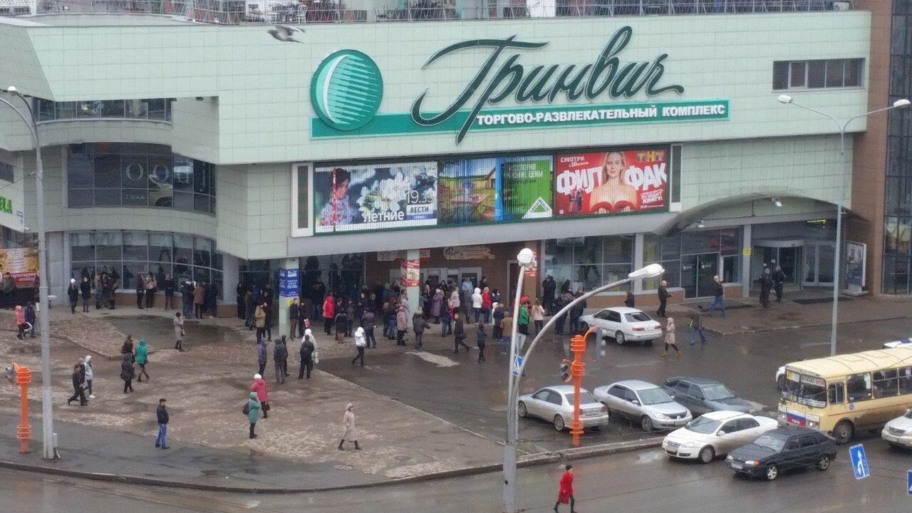 ВКемерове эвакуировали купный торговый центр