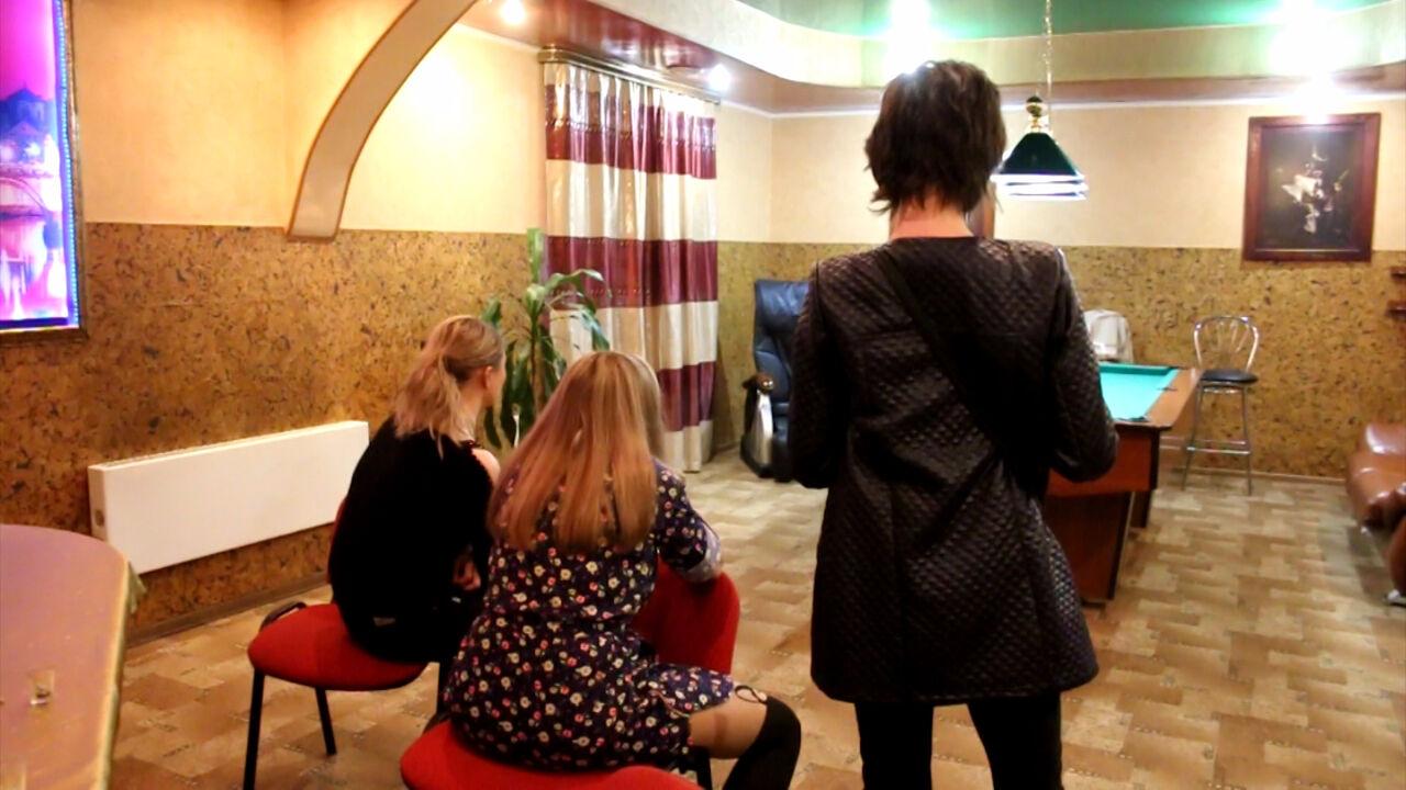 kemerovo-video-zaderzhaniya-v-saune-prostitutok