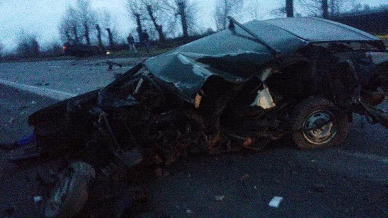 Смертоносная авария наКузбассе: «девятка» протаранила вседорожный автомобиль