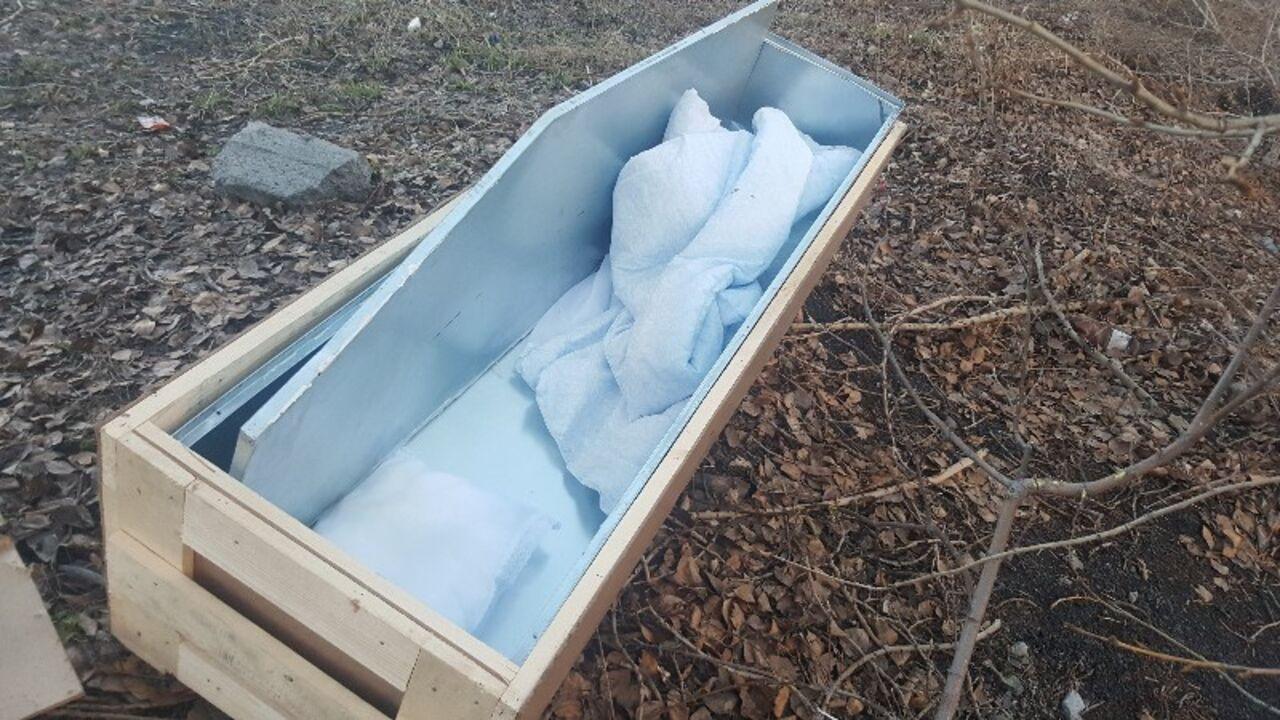 Водители отыскали накузбасской трассе цинковый гроб