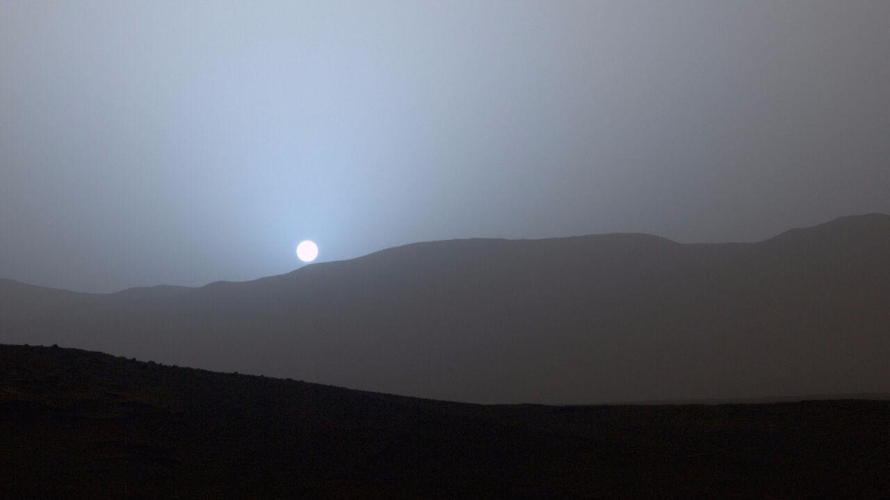 NASA опубликовало фото голубого заката наМарсе