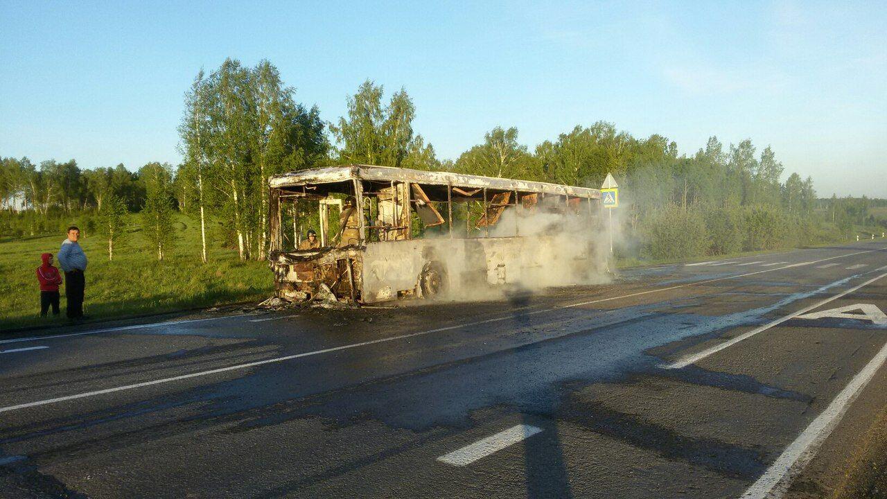 Накузбасской трассе сгорел пассажирский автобус