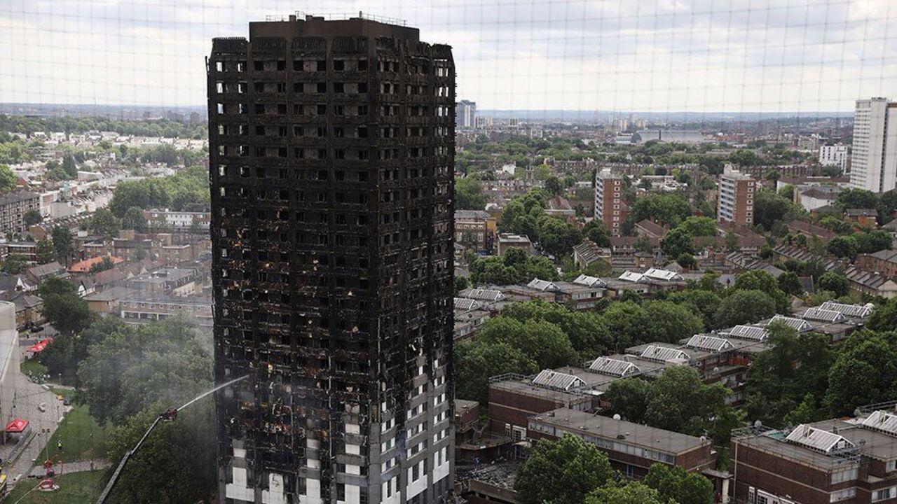 Английское руководство выделит 5 млн фунтов жителям сгоревшей встолице Англии многоэтажки
