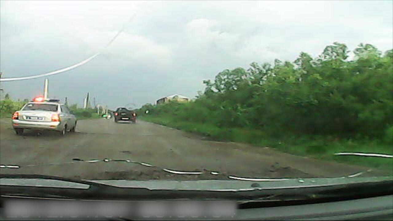 Кузбасские инспекторы ДПС прострелили колеса нетрезвого лихача на«Ниве»