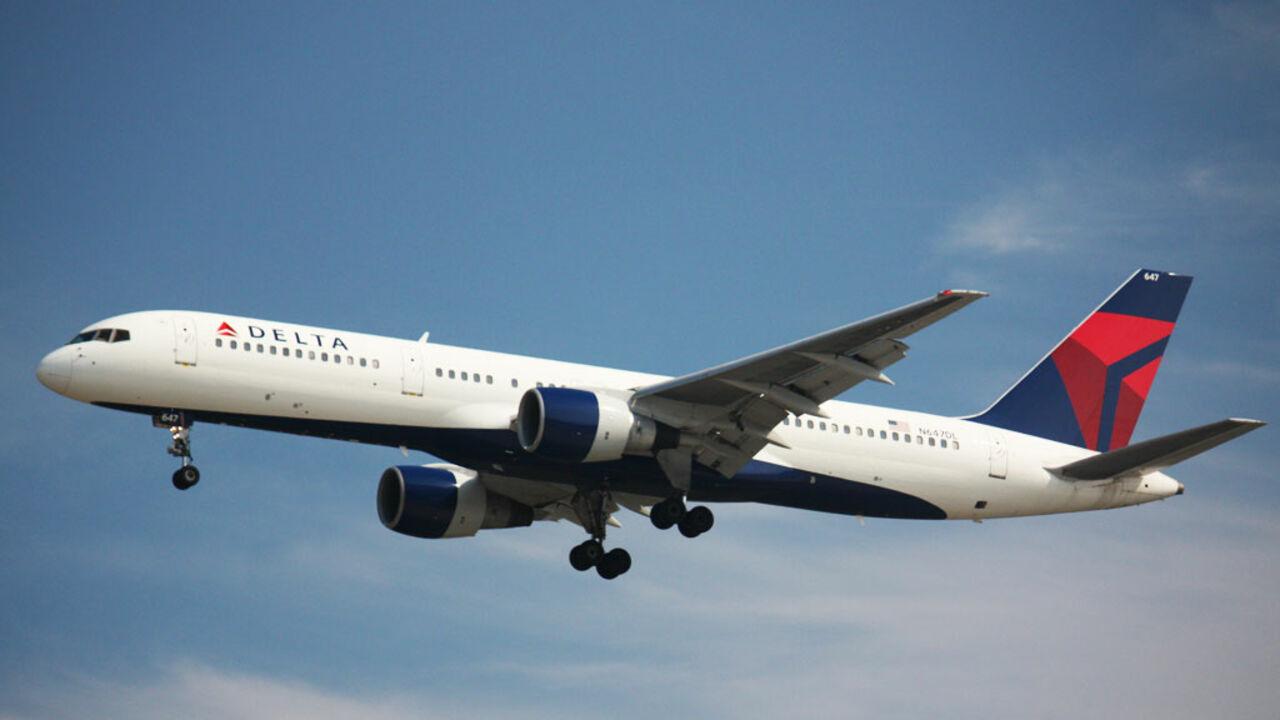 Авиакомпания извинилась перед россиянином, которого высадили ссамолета