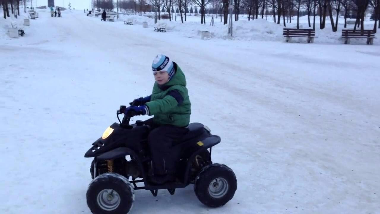 ВНовосибирске ребенок пострадал отквадроцикла, которым управлял его друг