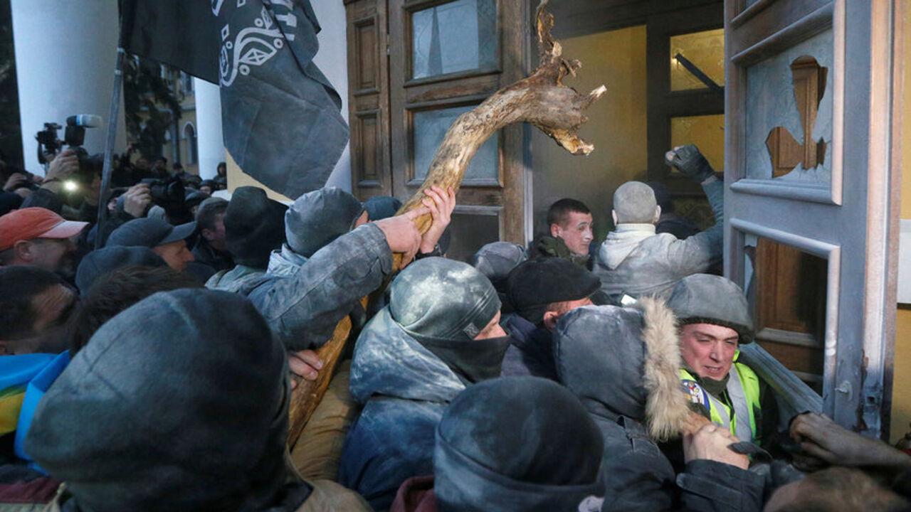 В итоге штурма Октябрьского замка вКиеве пострадало 60 нацгвардейцев