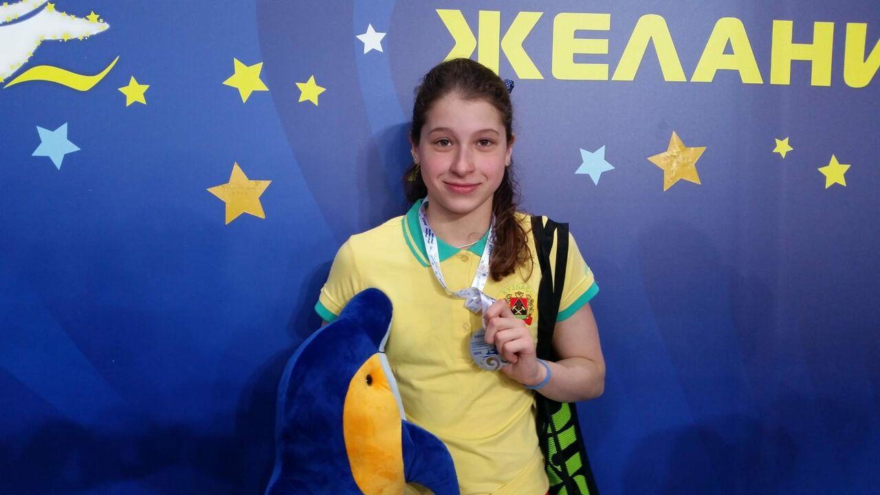 13-летняя кузбасская пловчиха установила два новых рекорда Российской Федерации